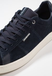 Jack & Jones - JFWOLLY - Zapatillas - navy blazer - 5