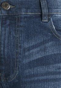 Newport Bay Sailing Club - Jeans straight leg - mid wash - 6