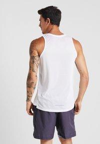 Nike Performance - DRY MILER TANK - Camiseta de deporte - white/vast grey/reflective silver - 2