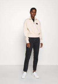 Calvin Klein Jeans - BADGE MOCK NECK ZIP - Long sleeved top - tapioca - 1