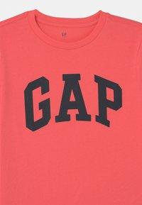 GAP - BOY ARCH - T-shirt print - florida coral - 2