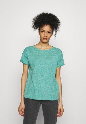 PER COO CLOUDY - T-shirts - teal green