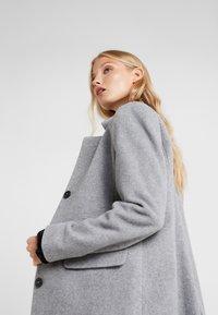 CLOSED - PORI - Zimní kabát - platinum - 3