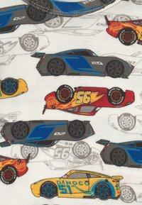 GAP - DISNEY CARS TODDLER UNISEX - Pyjama set - dream milk - 3