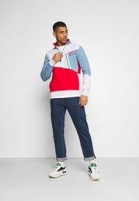 Tommy Jeans - COLORBLOCK ZIP MOCK NECK UNISEX - Sweatshirt - vintage denim/multi - 1