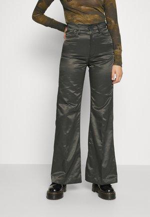 DECK ULTRA HIGH WIDE LEG - Trousers - cloack