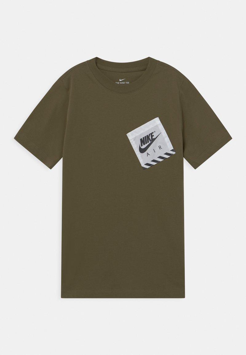 Nike Sportswear - UTILITY - Print T-shirt - medium olive