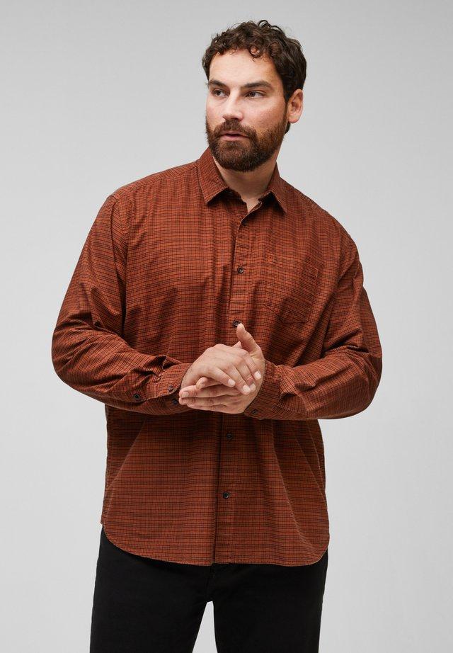 REGULAR FIT - Shirt - dark orange check