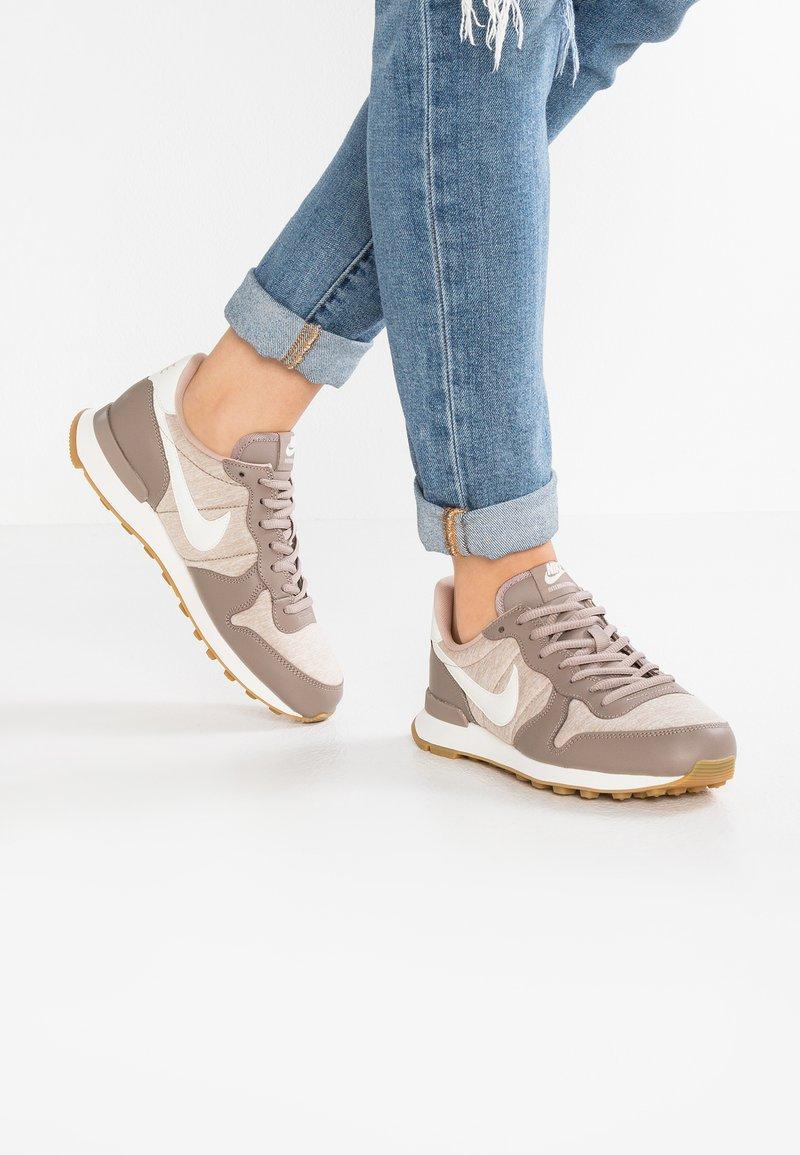 Nike Sportswear - INTERNATIONALIST - Trainers - sepia stone/sail/sand/light brown