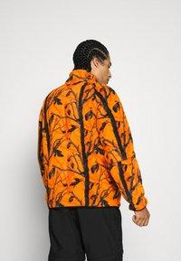 Carhartt WIP - BEAUFORT JACKET - Fleece jacket - orange/grey - 2
