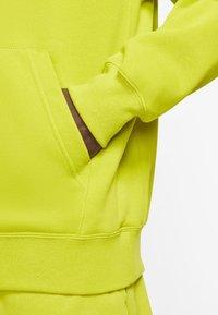 Nike Sportswear - CLUB HOODIE - Luvtröja - bright cactus/bright cactus/white - 4