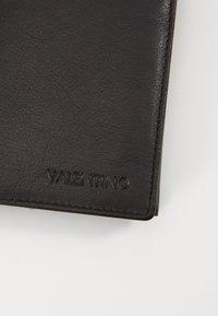 Valentino by Mario Valentino - ADRIAN - Wallet - nero - 3