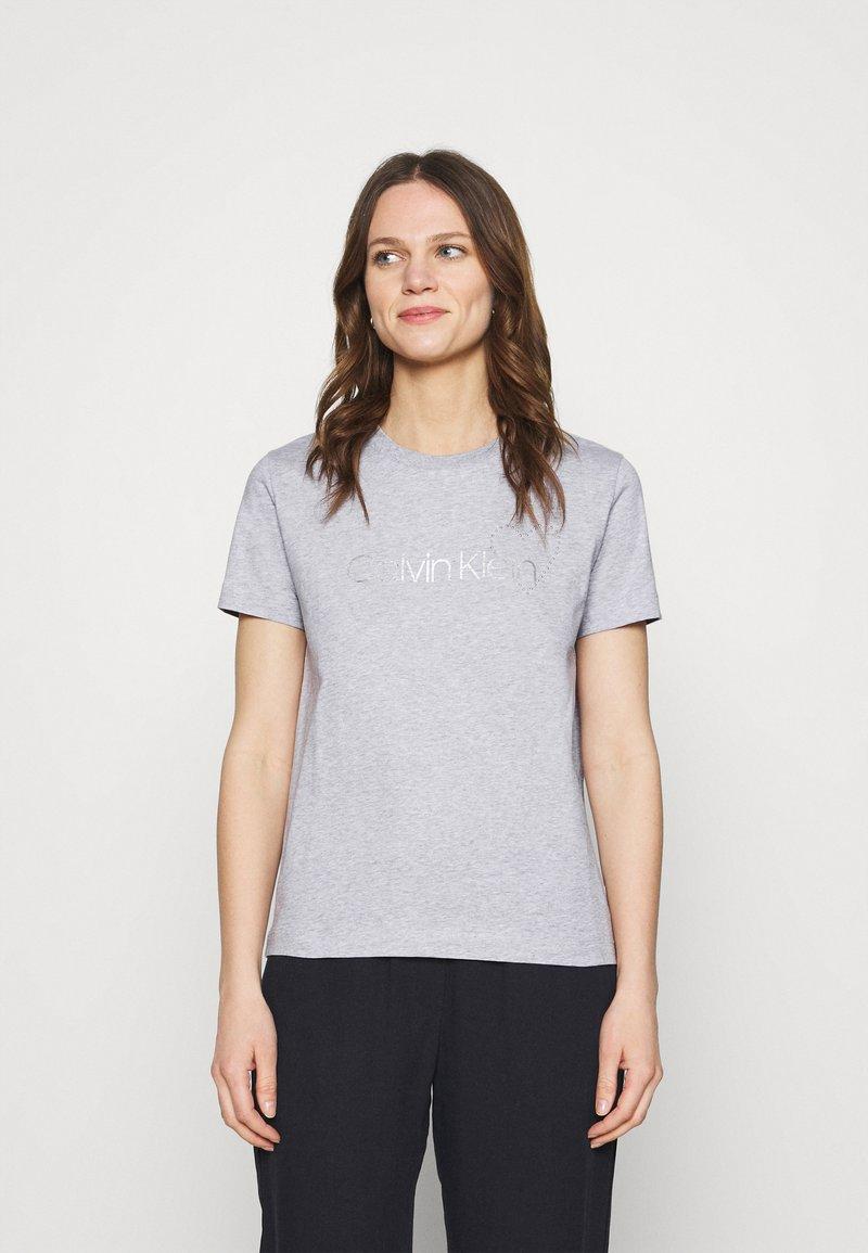 Calvin Klein - VALENTINES CREW NECK TEE - Printtipaita - light grey heather