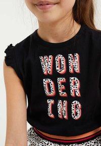 WE Fashion - MET DESSIN EN VOLANT - Vestido ligero - multi-coloured - 2