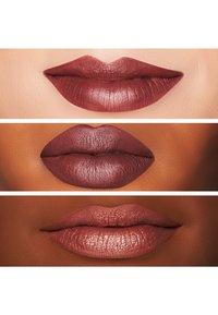 MAC - RETRO MATTE LIQUID LIPCOLOUR - Liquid lipstick - topped with brandy - 2