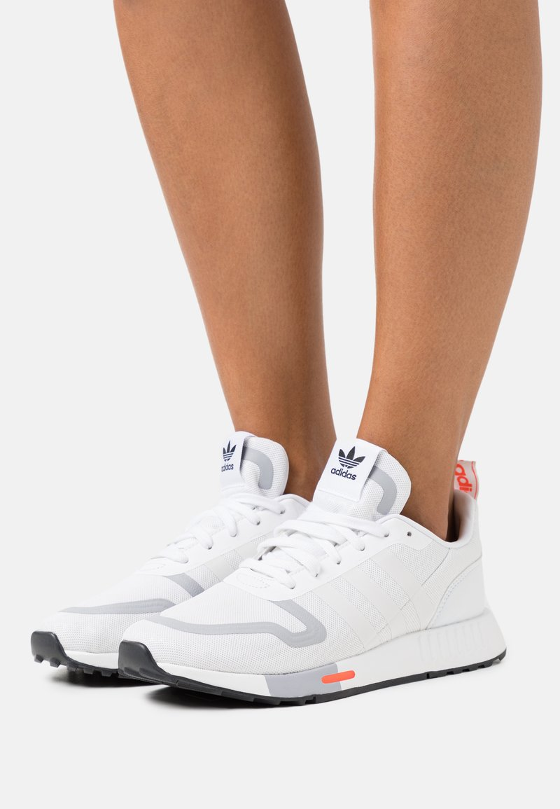 adidas Originals - SMOOTH RUNNER  - Trainers - footwear white/halo silver