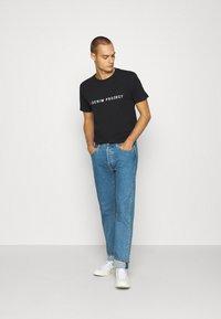 Denim Project - LOGO TEE - T-shirt con stampa - black - 1