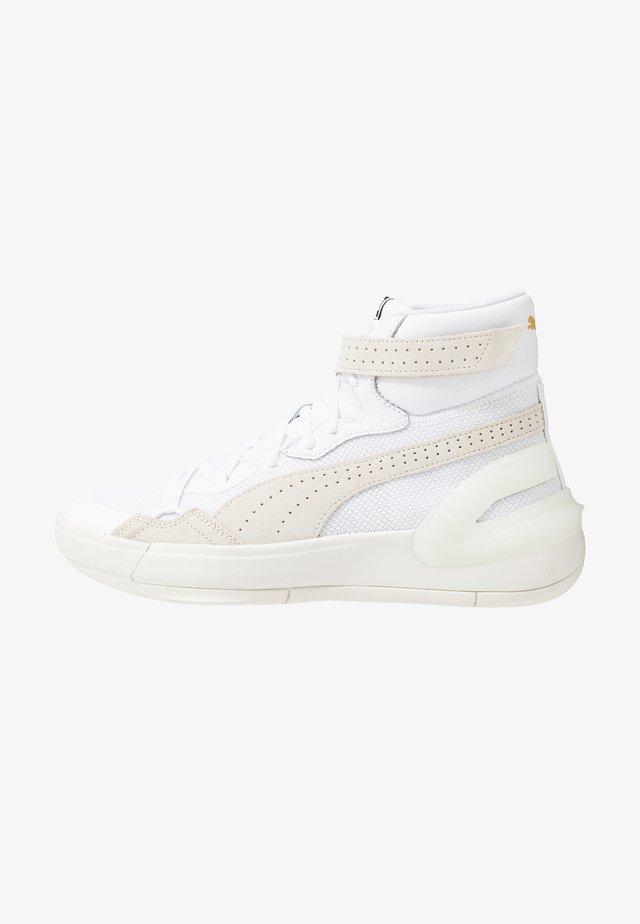 SKY DREAMER - Basketbalové boty - white