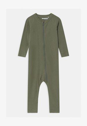 NBMRUNKO - Pyjamas - agave green