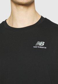 New Balance - ESSENTIALS EMBROIDERED TEE - Basic T-shirt - black - 5