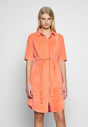 ANGIE DRESS - Skjortklänning - melon