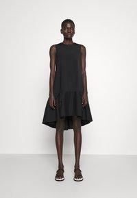 Victoria Victoria Beckham - FLOUNCE HEM SHIFT DRESS - Koktejlové šaty/ šaty na párty - black - 0
