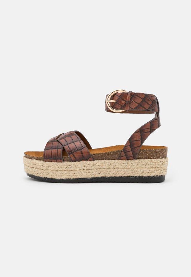 ONLMAUVE WRAP  - Sandalen met plateauzool - brown