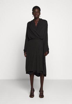 ISMENE - Korte jurk - black