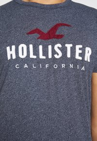 Hollister Co. - CORE  - Triko spotiskem - blue heaven tonal - 6