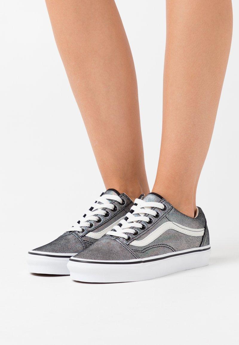 Vans - OLD SKOOL - Trainers - black/true white