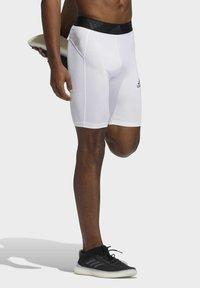 adidas Performance - TURF TIGHT PRIMEGREEN TECHFIT WORKOUT COMPRESSION SHORT LEGGINGS - Sports shorts - white - 2