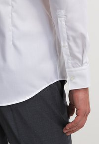 HUGO - JASON SLIM FIT - Formal shirt - open white - 5