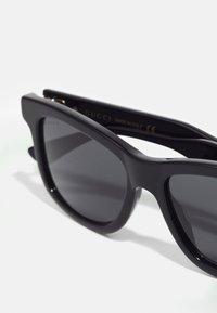 Gucci - UNISEX - Occhiali da sole - black/black/grey - 5