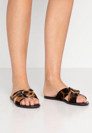 SPIRIT - Pantofle - leopard