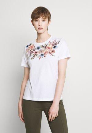 ONLCORNELIA LIFE BOX - Print T-shirt - white