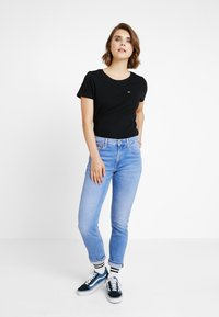 Tommy Jeans - SOFT TEE - T-shirts - black - 1