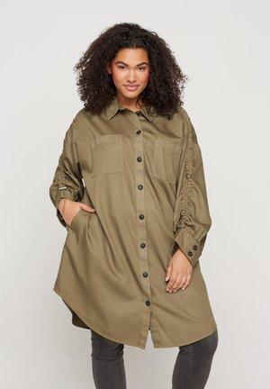 MIT BRUSTTASCHEN - Button-down blouse - khaki