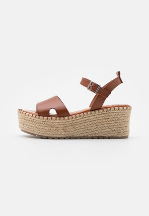 CUCA - Sandály na platformě - cue