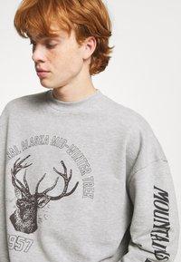 Jaded London - DEER GRAPHIC - Sweatshirt - grey marl - 3