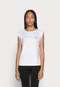 someday. - KARELA - Basic T-shirt - white - 0