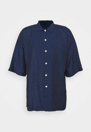 BOX FIT SHIRT - Shirt - mid blue