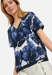 MARGITTES - Print T-shirt - blue - 4