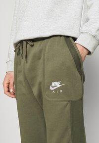 Nike Sportswear - AIR - Pantalon de survêtement - medium olive/cargo khaki/white - 5
