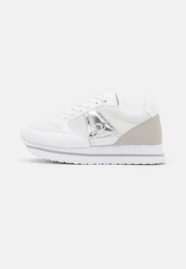 BULL - Sneakers - white/silver
