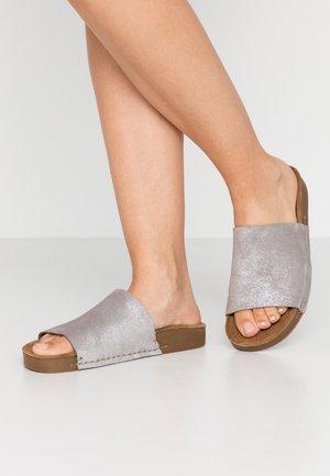 CLOE - Pantofle - silver