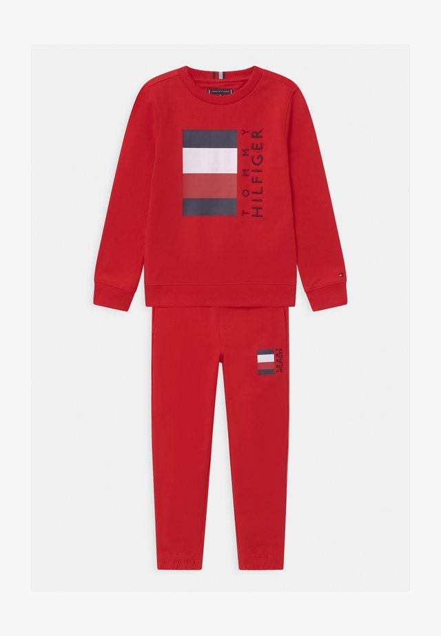 GLOBAL STRIPE CREW SET - Survêtement - red