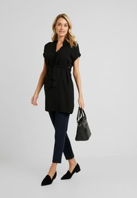 New Look Maternity - MARA OHEAD BELTED TUNIC - Blouse - black - 1