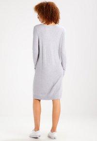 Vila - Strikket kjole - light grey melange - 2