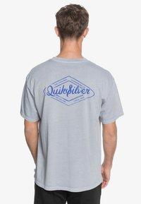 Quiksilver - HARMONY HALL  - Print T-shirt - lilac gray - 2