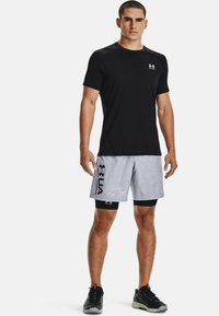 Under Armour - ARMOUR FITTED - Print T-shirt - black - 1